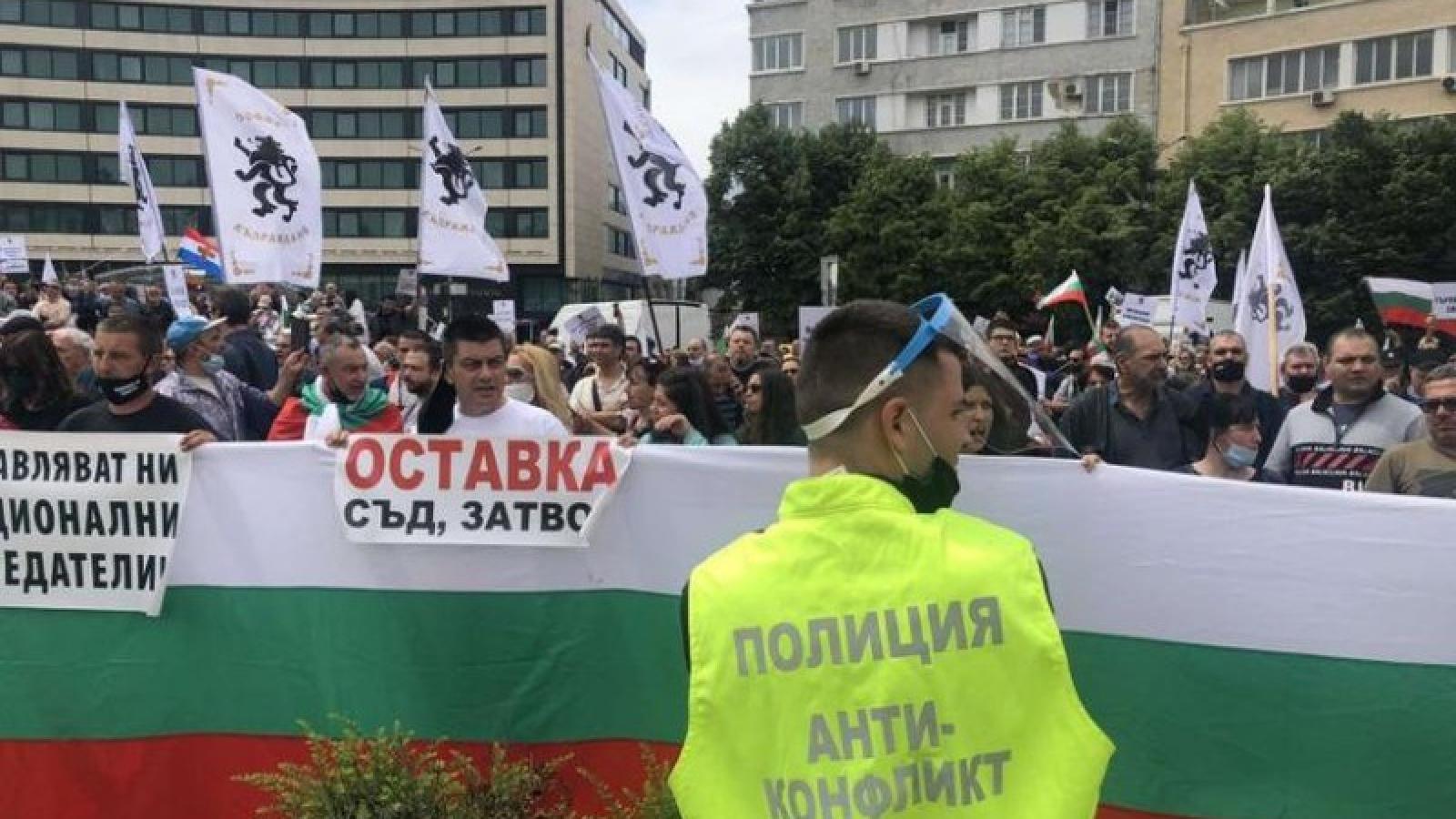 Gần 2.000 người biểu tình ở thủ đô của Bulgaria phản đối lệnh hạn chế