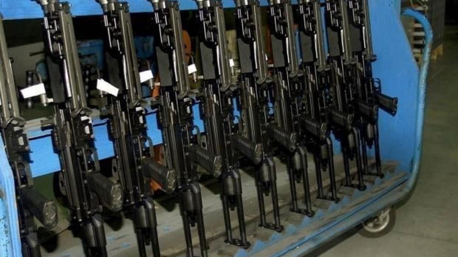 Canada chính thức cấm các loại vũ khí tấn công