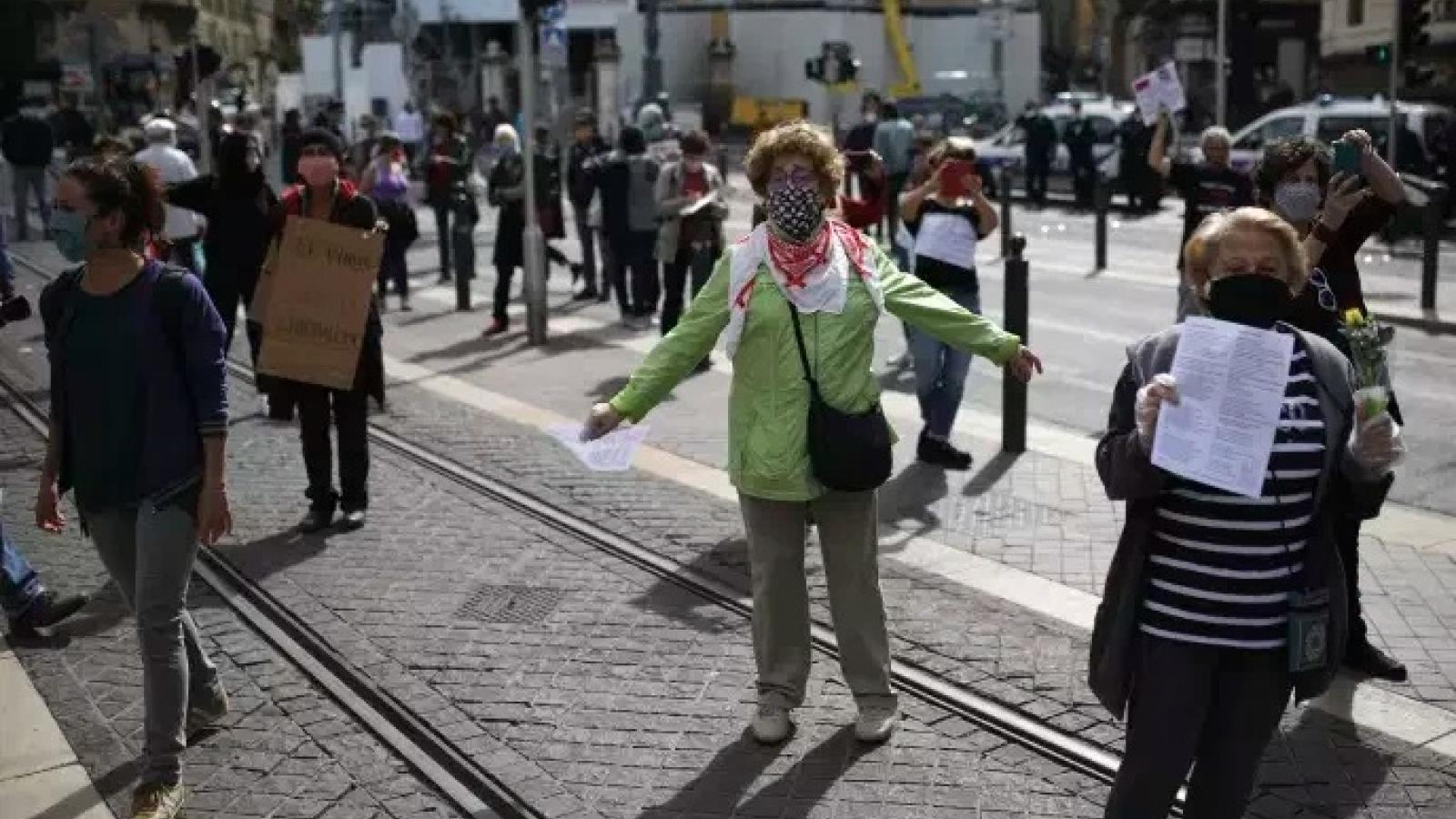 Pháp trải qua ngày Quốc tế Lao động trầm lắng nhất vì Covid-19