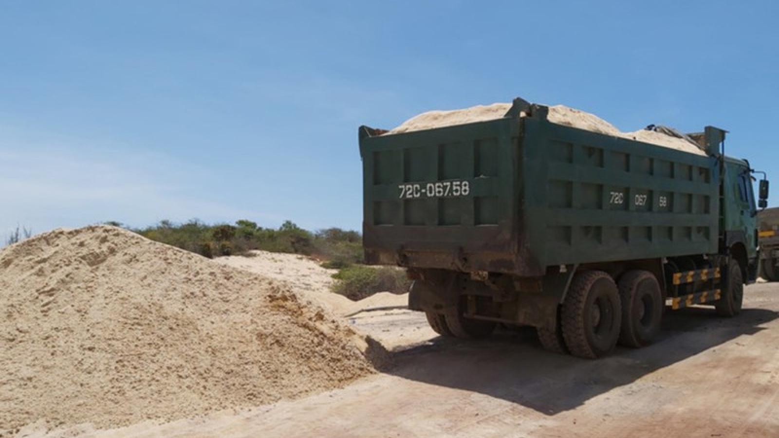 Lợi dụng việc dọn dẹp mặt bằng để khai thác cát trái phép
