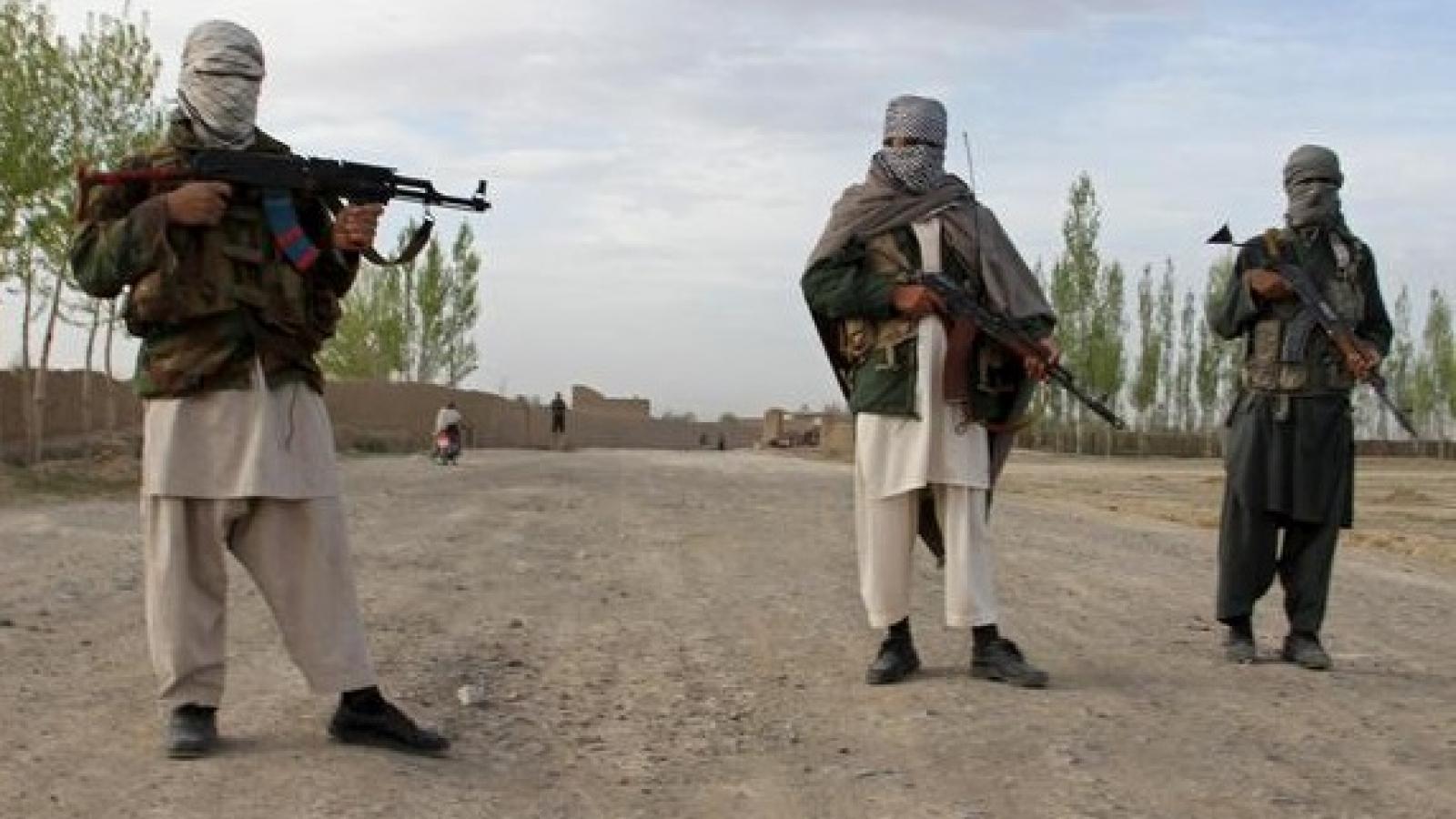 Taliban chiếm quyền kiểm soát cửa khẩu lớn nhất giữa Afghanistan và Iran