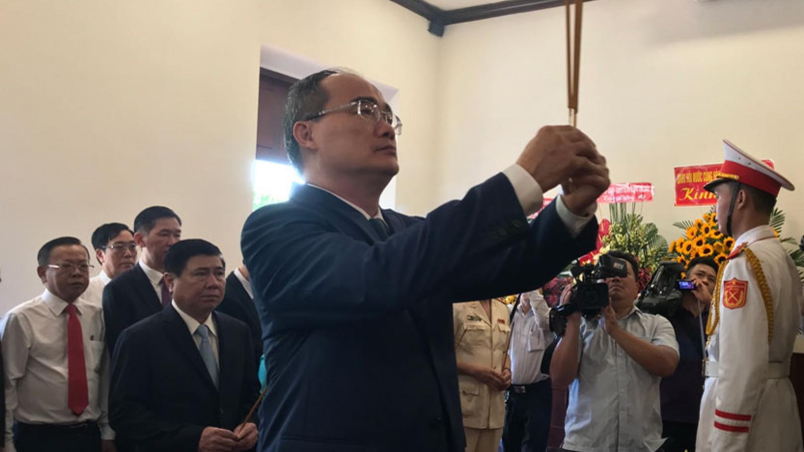 Lãnh đạo TPHCM dâng hương kỷ niệm 130 năm ngày sinh Chủ tịch Hồ Chí Minh