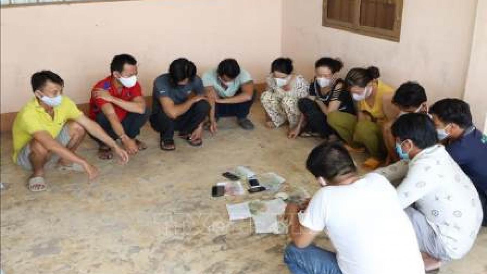 Tạm giữ hình sự 11 người tham gia đánh bạc ở Tây Ninh