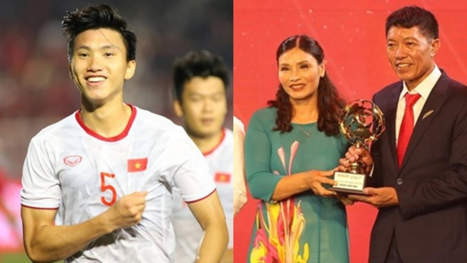 Bố mẹ thay Đoàn Văn Hậu nhận danh hiệu ở lễ trao giải QBV Việt Nam