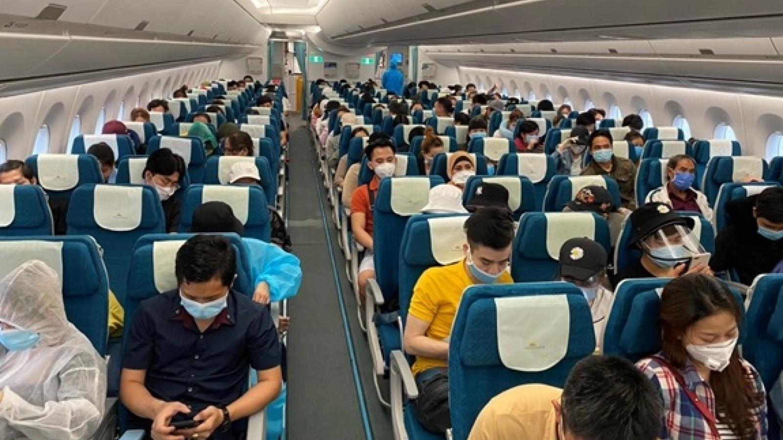 Hơn 300 công dân Việt Nam được đưa từ châu Âu và châu Phi về nước an toàn