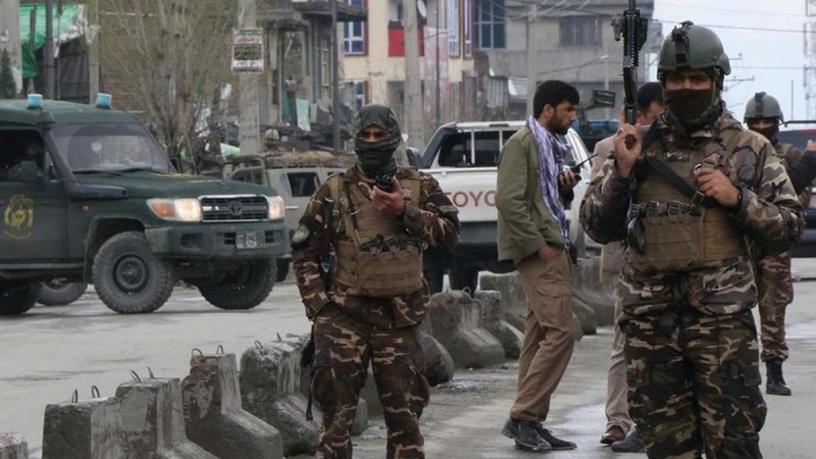 """Bạo lực gia tăng tại Afghanistan, Mỹ """"đau đầu"""" tim cách giải quyết"""