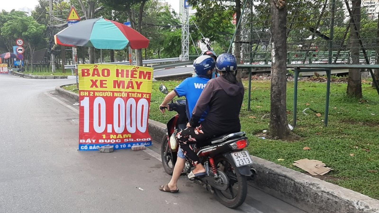 Xe máy cần những loại bảo hiểm nào khi ra đường để tránh bị phạt?