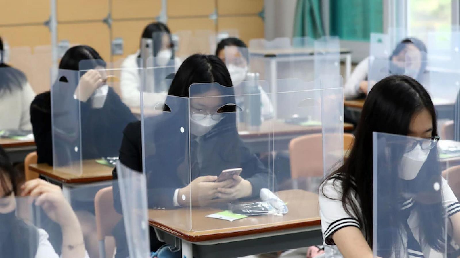 Hàn Quốc: Hơn 2 triệu học sinh trở lại trường bất chấp Covid-19