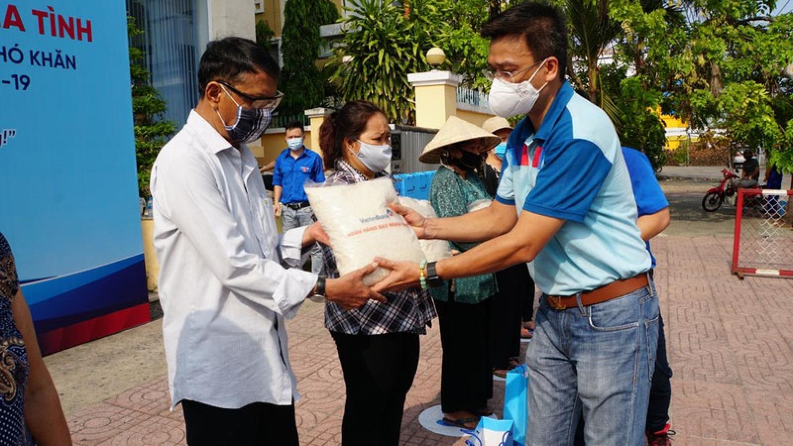 """""""Ngân hàng gạo nghĩa tình"""" của VietinBank đến với người nghèo TP.HCM"""