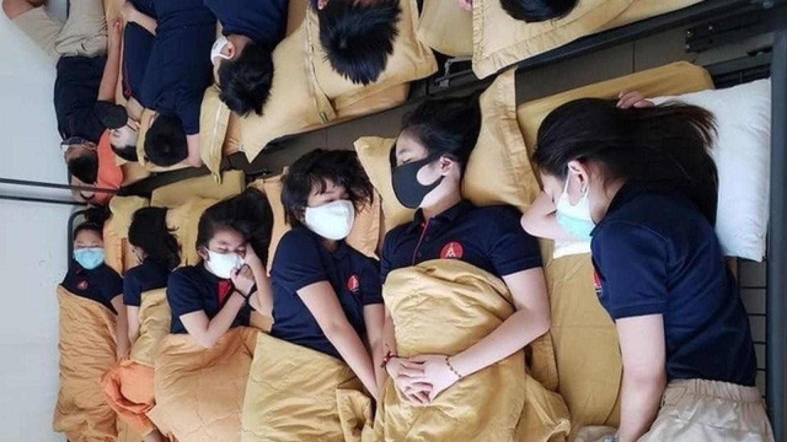 """Hiệu trưởng trường có học sinh đeo khẩu trang khi ngủ: """"Tôi cũng giật mình"""""""