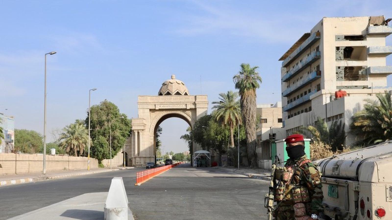 Tên lửa rơi gần Đại sứ quán Mỹ ở thủ đô Baghdad (Iraq)