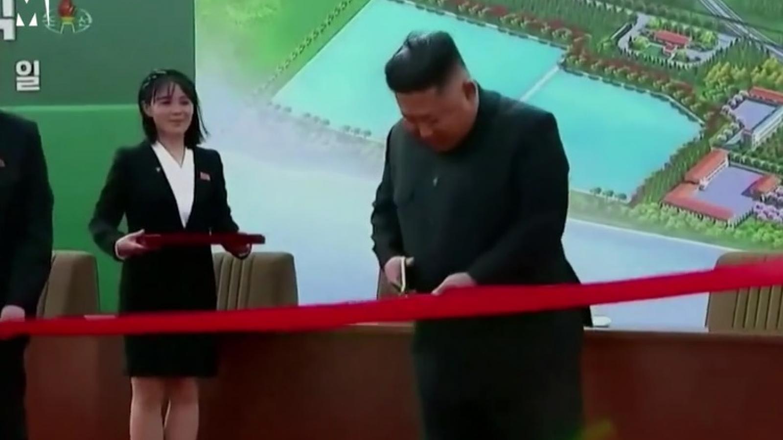 Video: Lãnh tụ Triều Tiên Kim Jong Un khai trương nhà máy vào ngày 1/5