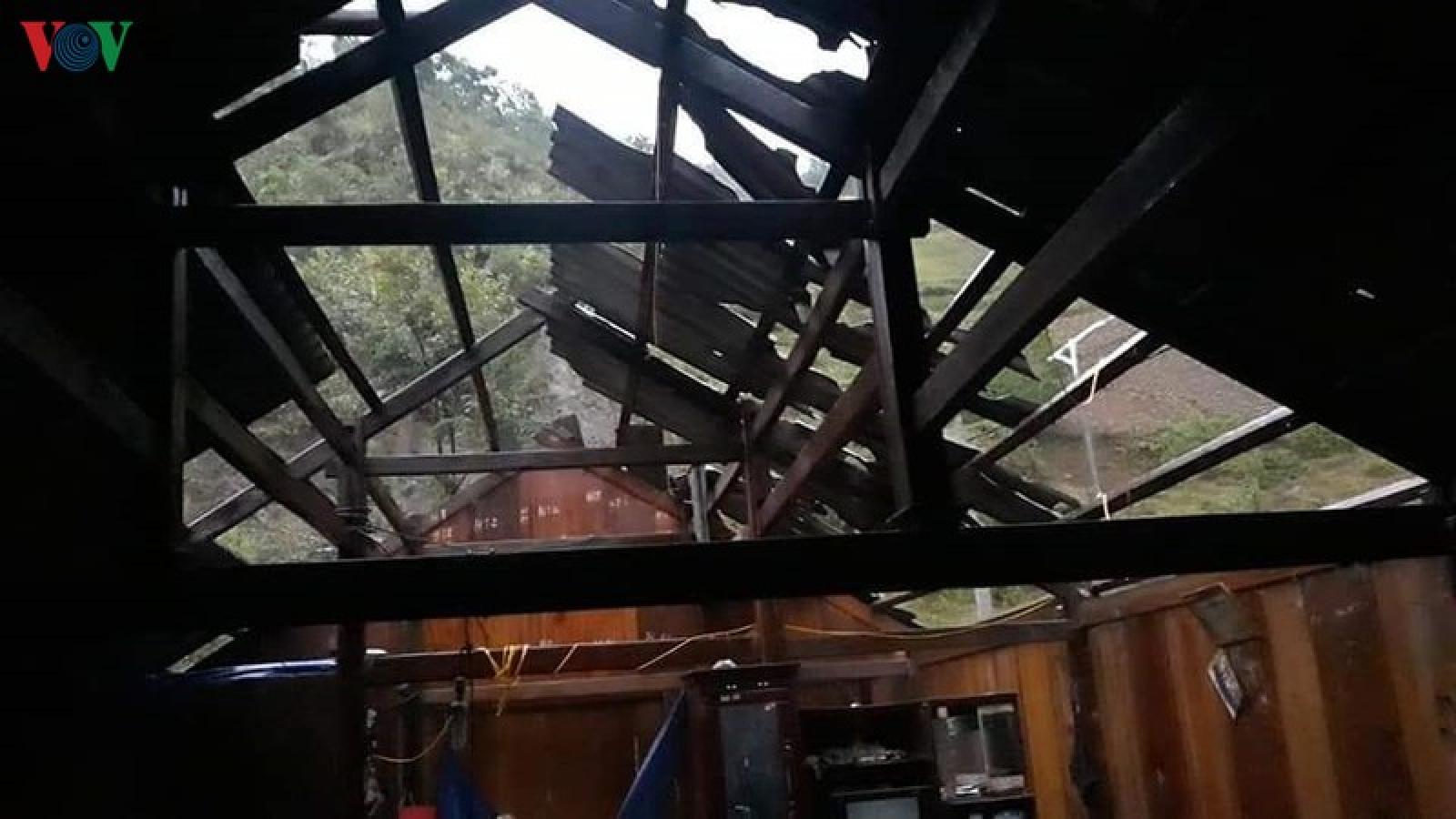 Mưa lốc ở Ngọc Chiến, Sơn La làm gần 400 ngôi nhà bị tốc mái