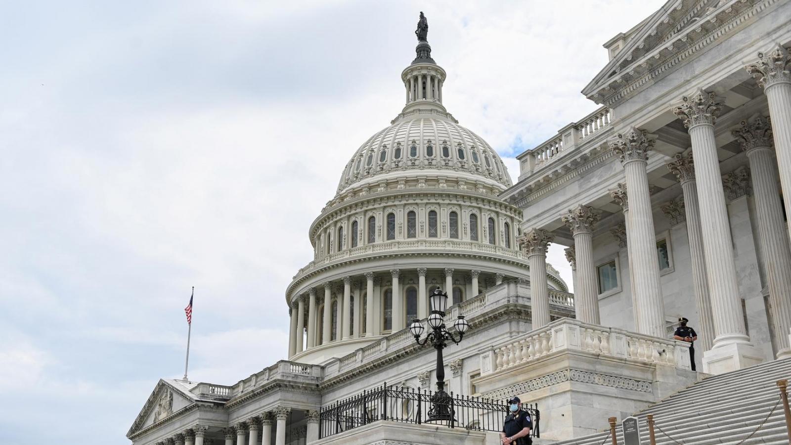 """Thượng viện Mỹ thông qua dự luật """"mạnh tay"""" với các công ty Trung Quốc"""