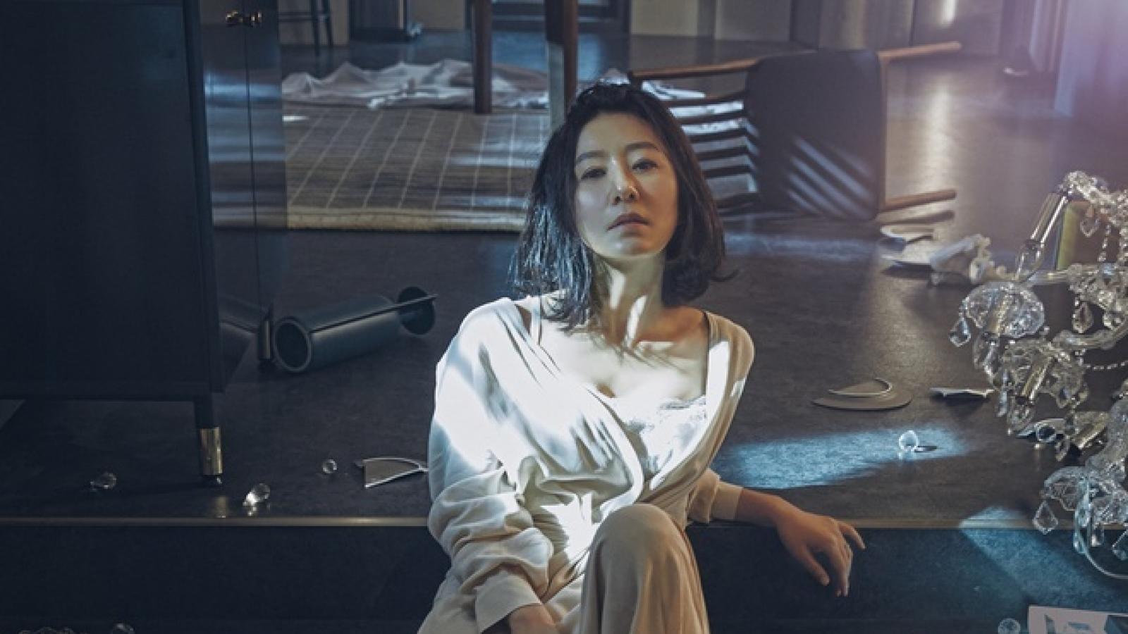 """Ngỡ ngàng mức cát-xê của bà cả Kim Hee Ae trong """"Thế giới hôn nhân"""""""