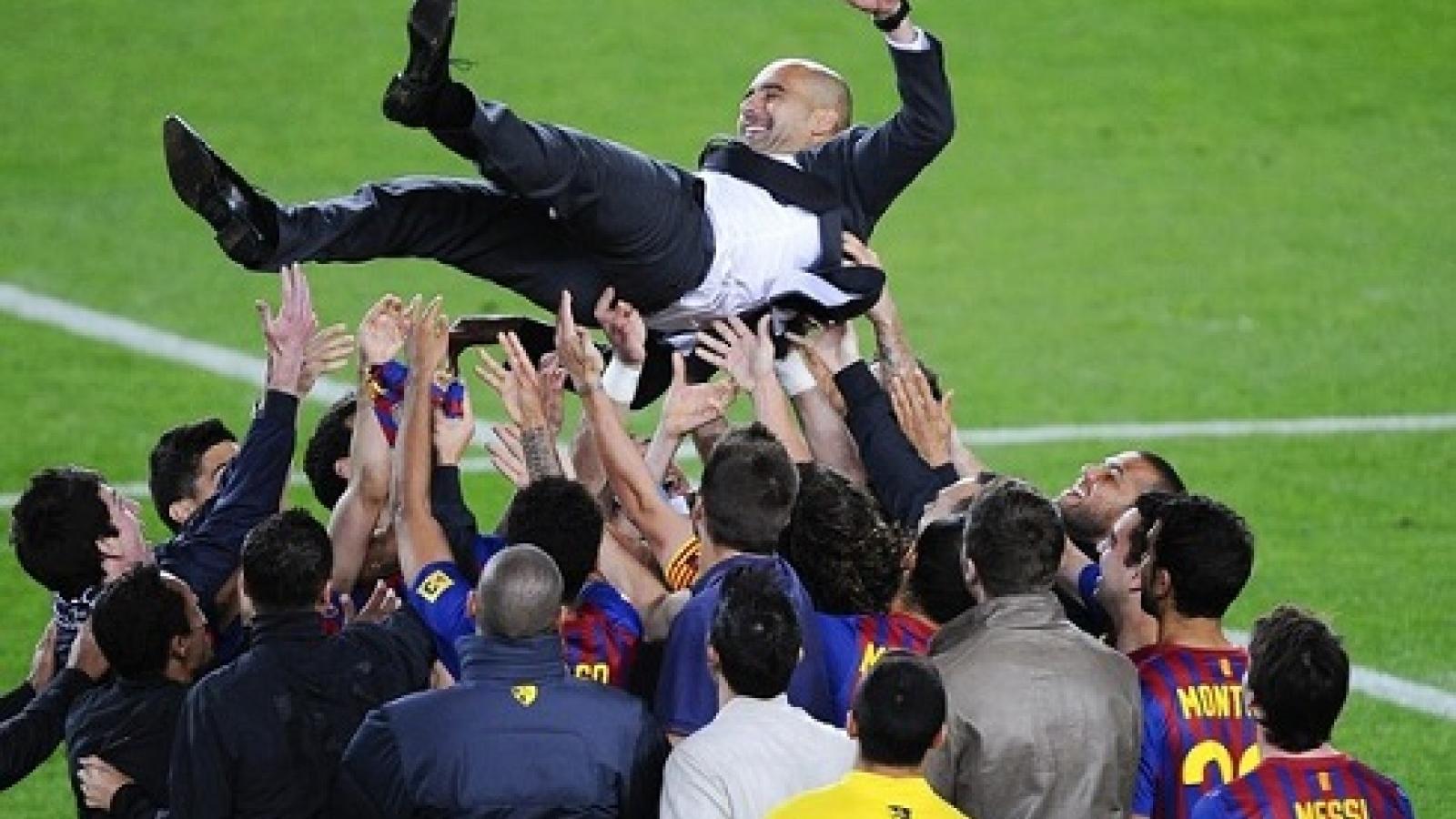 """Ngày này năm xưa: Guardiola lần cuối """"làm thầy"""" Messi trên sân Camp Nou"""