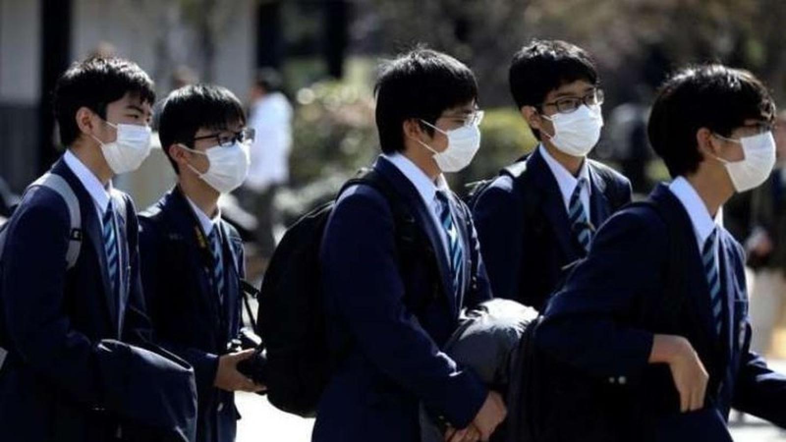 Nhật Bản xem xét hỗ trợ tiền cho sinh viên vượt dịch Covid-19