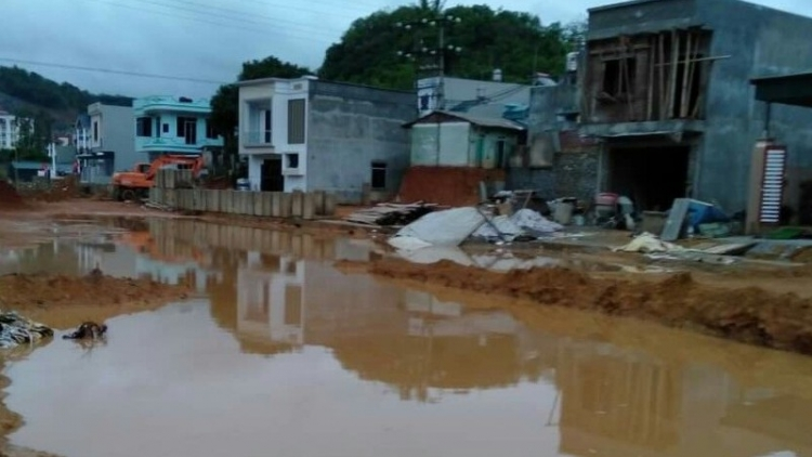 17 năm chưa hoàn thành con đường dài chưa đầy 1km ở Sơn La