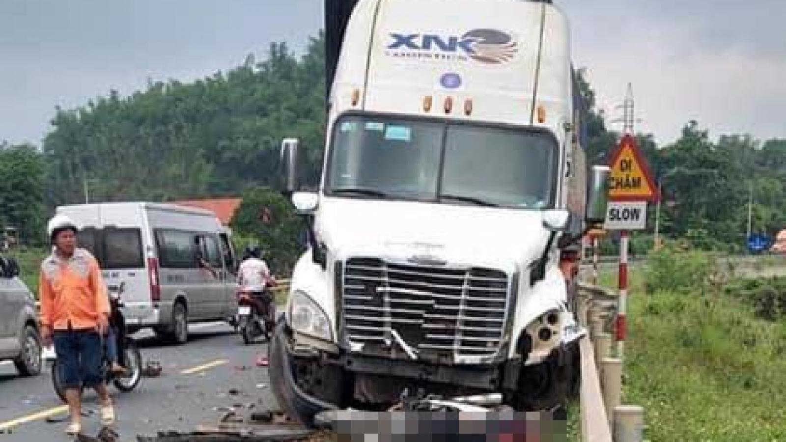 Xe container mất lái gây tai nạn liên hoàn tại Lạng Sơn