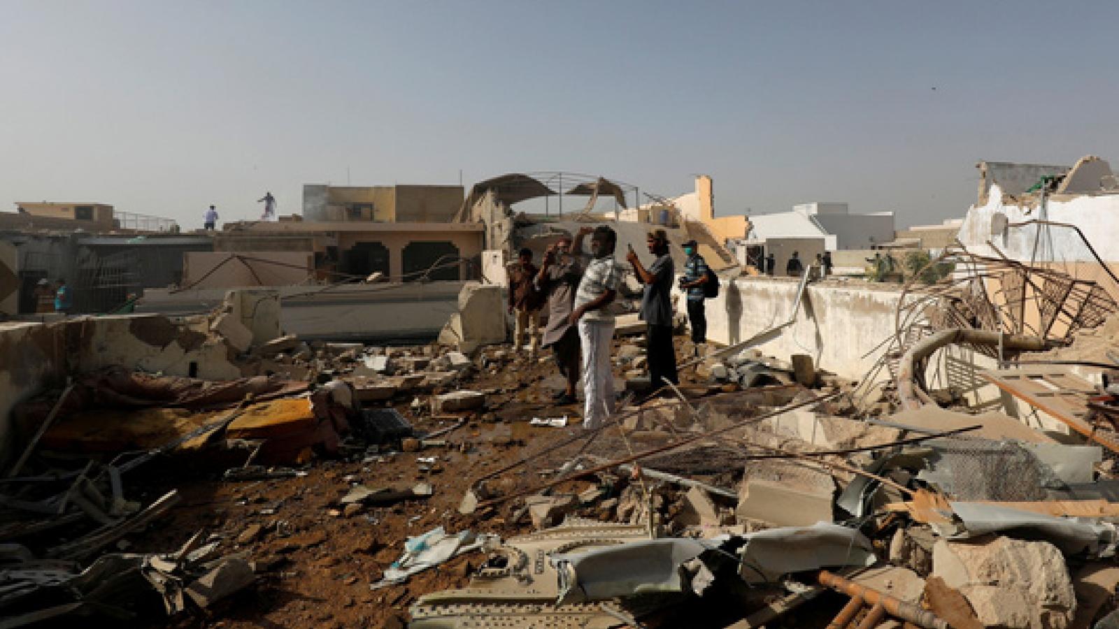 Video: Khoảnh khắc cuối cùng của máy bay Pakistan trước khi gặp nạn