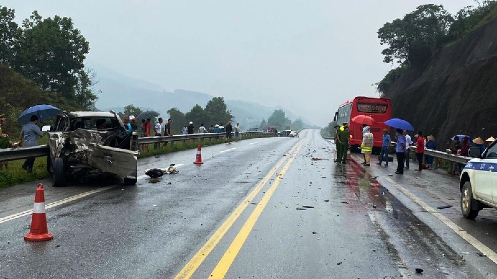 3 ô tô va chạm trên cao tốc Nội Bài - Lào Cai, 2 người bị thương