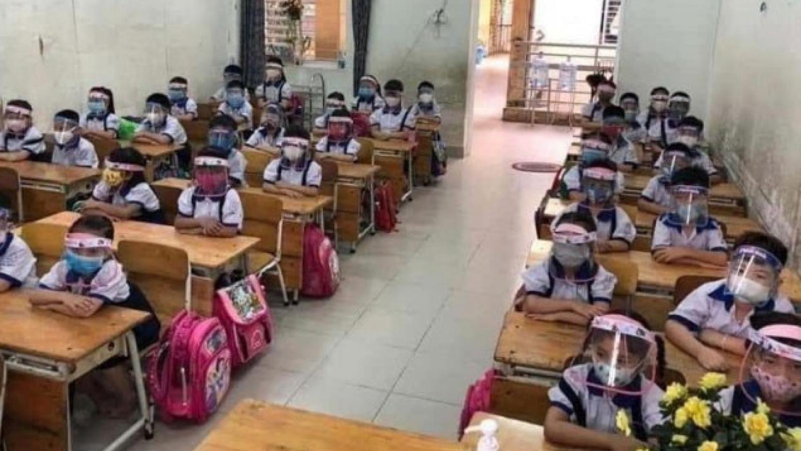 Chủ tịch Hà Nội: Không nên chia giờ học, chỉ cần đo thân nhiệt và đeo khẩu trang