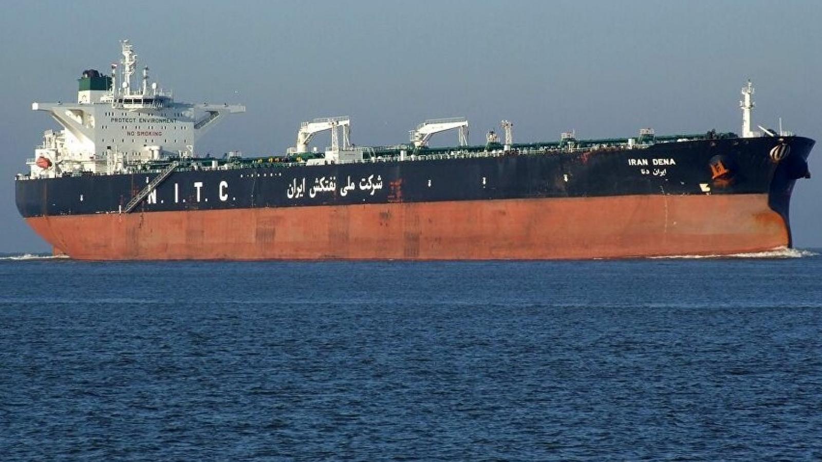 Bất chấp cảnh báo từ Mỹ, tàu chở dầu Iran đầu tiên đã tới Venezuela