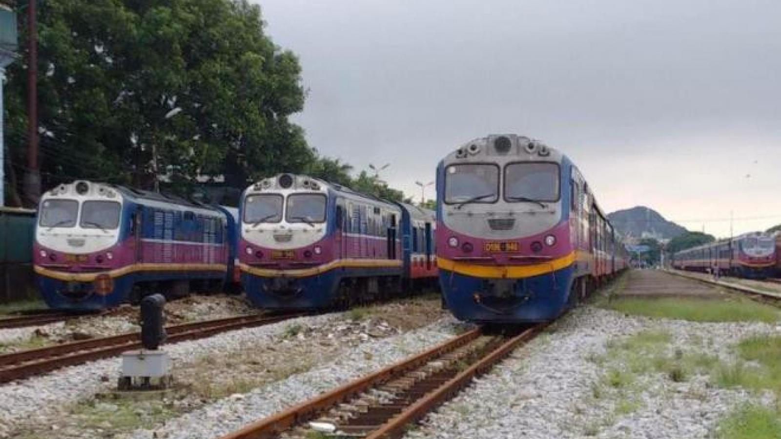 Tàu vắng khách, hơn 3.000 nhân viên đường sắt mất việc