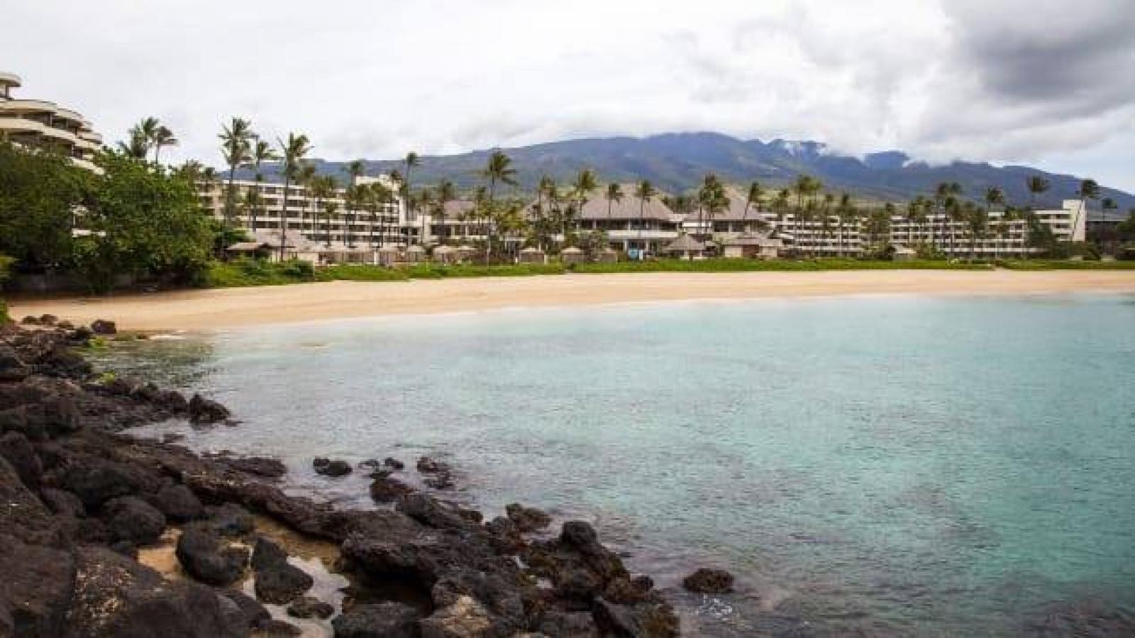 Vi phạm cách ly tại Hawaii, cặp vợ chồng hưởng tuần trăng mật trong tù