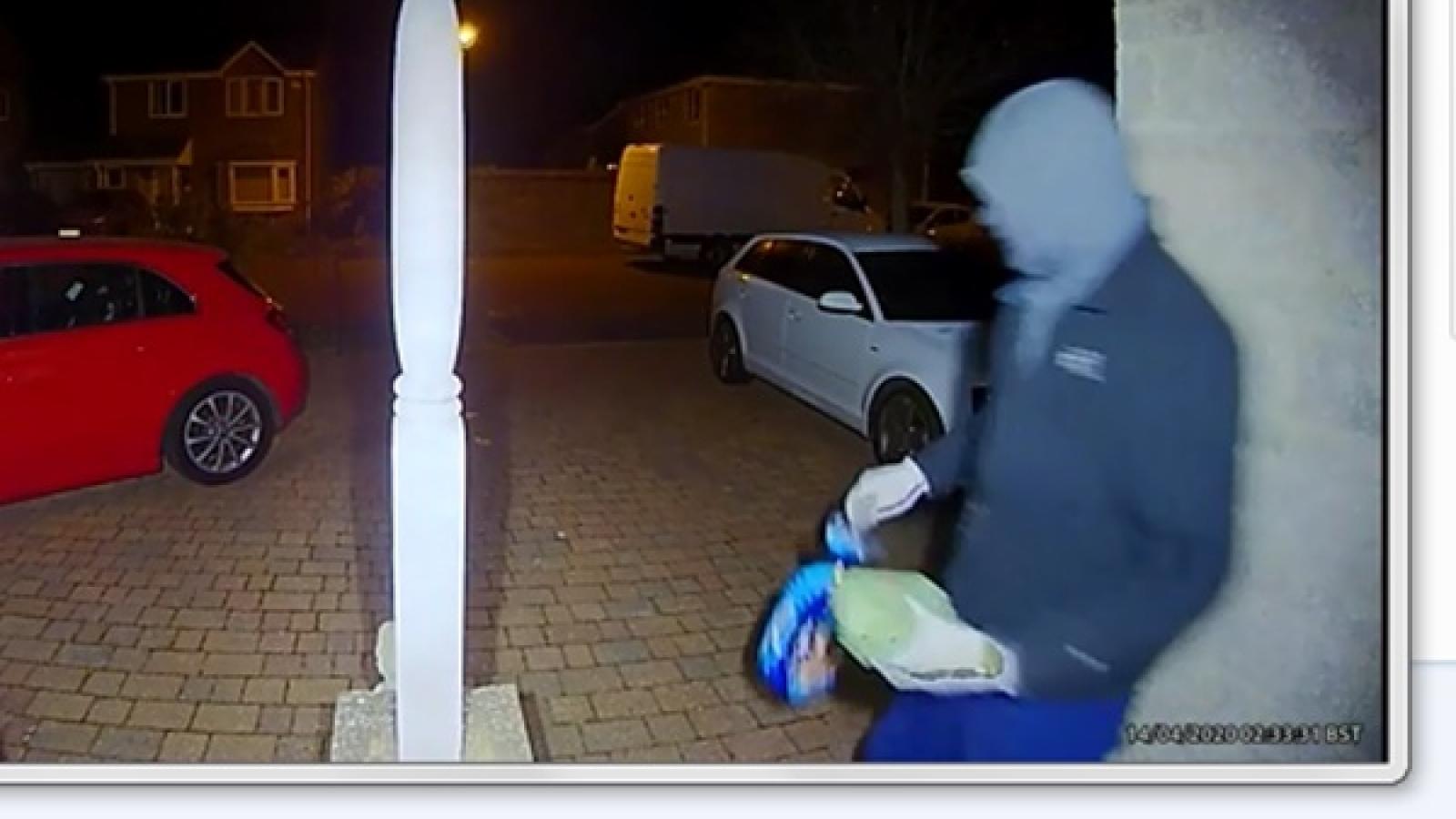 Gã trộm vô lương tâm lấy thực phẩm của cụ ông tự cách ly tại nhà