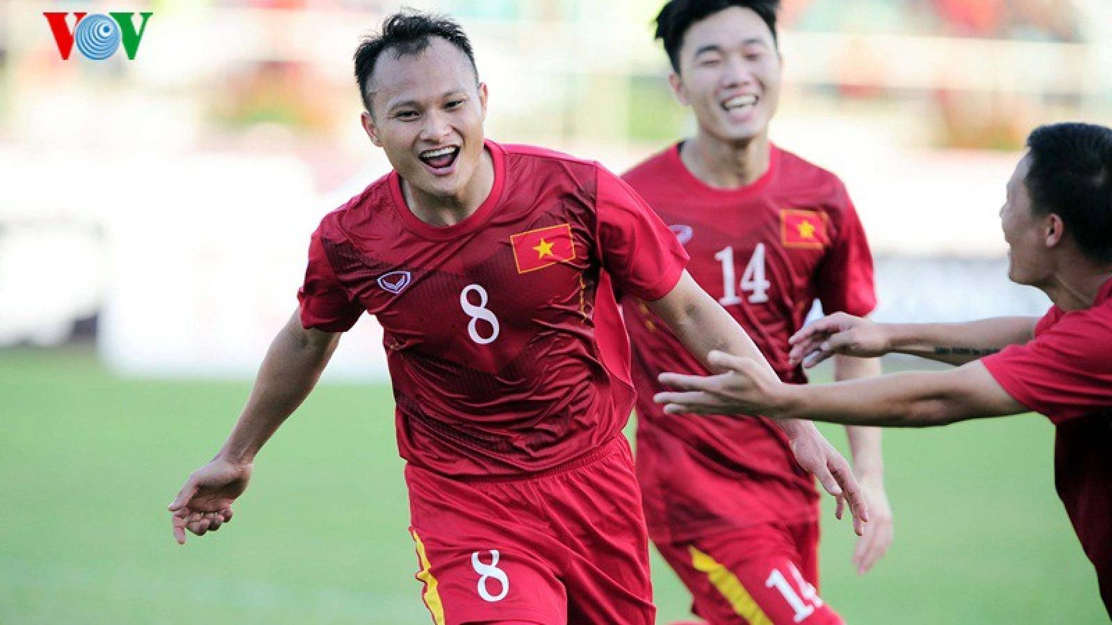 VIDEO: Trọng Hoàng ghi bàn thắng để đời trong màu áo ĐT Việt Nam