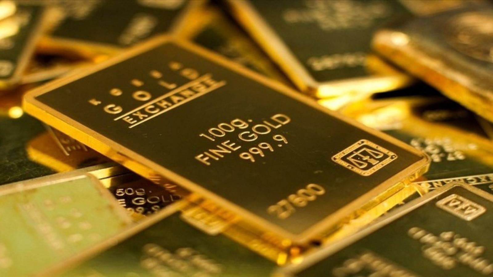 Giá vàng thế giới bật tăng mạnh, tiến gần mốc 50 triệu đồng/lượng