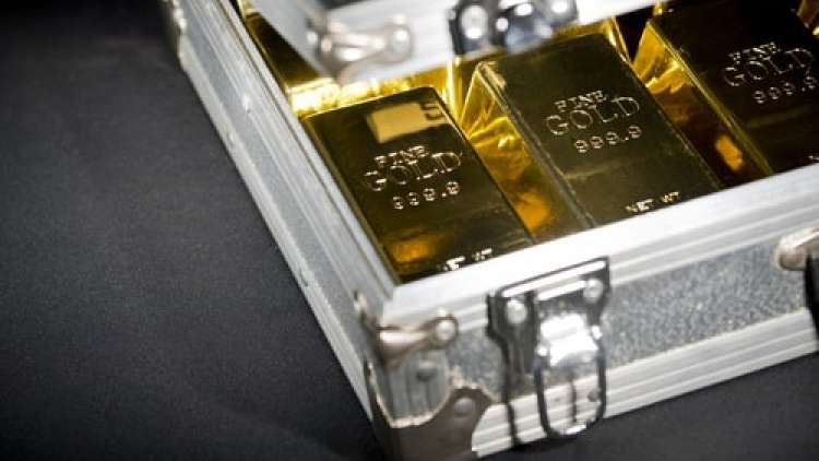 Giá vàng tiếp tục xu hướng tăng đến mục tiêu 1.900 USD/oz