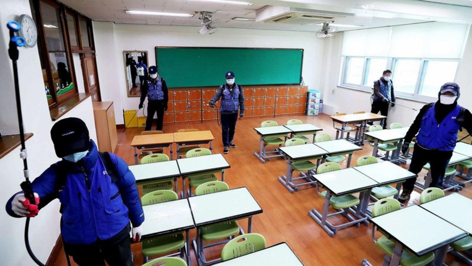 Hàn Quốc thận trọng mở lại trường học sau nhiều tháng đóng cửa vì Covid-19