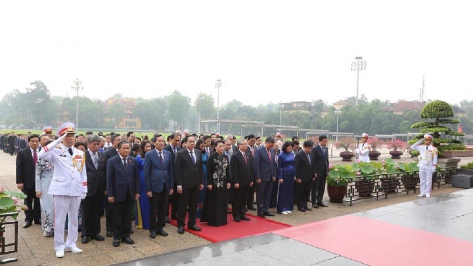 Lãnh đạo Đảng, Nhà nước, đại biểu Quốc hội vào Lăng viếng Bác