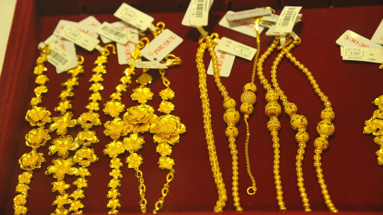 Giá vàng trong nước và vàng thế giới ngược chiều