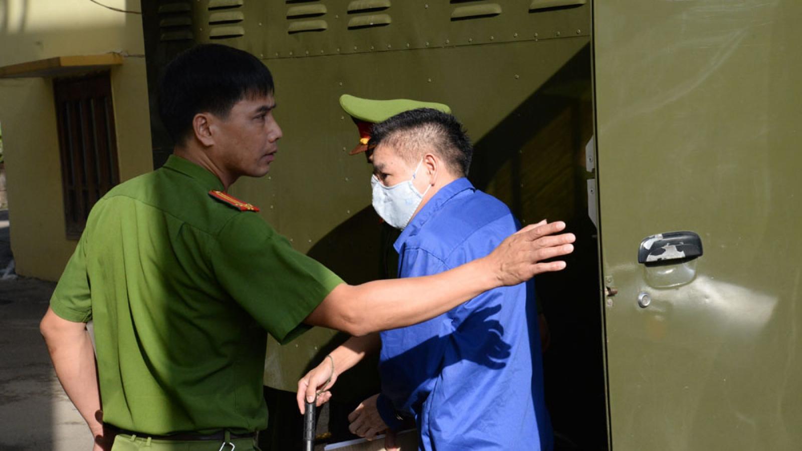 Cựu Giám đốc Sở GD-ĐT vắng mặt tại phiên xử gian lận thi ở Sơn La