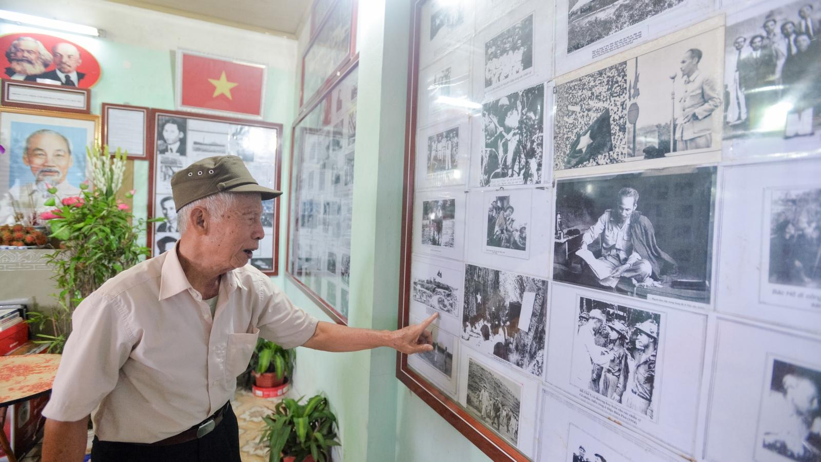 Lão nông dành 50 năm sưu tập 300 bức ảnh quý giá về Bác Hồ