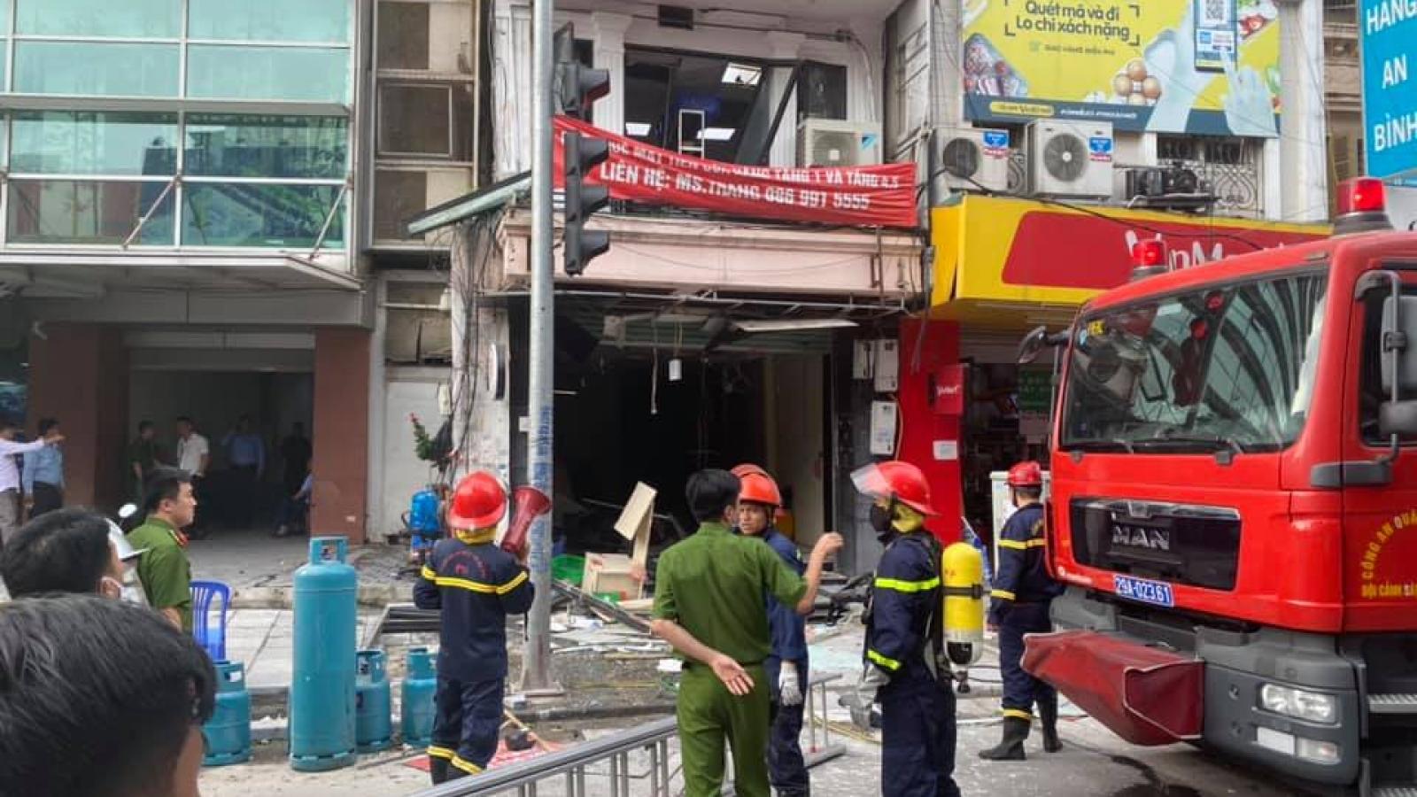 Nổ lớn tại 1 nhà hàng trên phố cổ Hà Nội khiến nhiều người bị thương