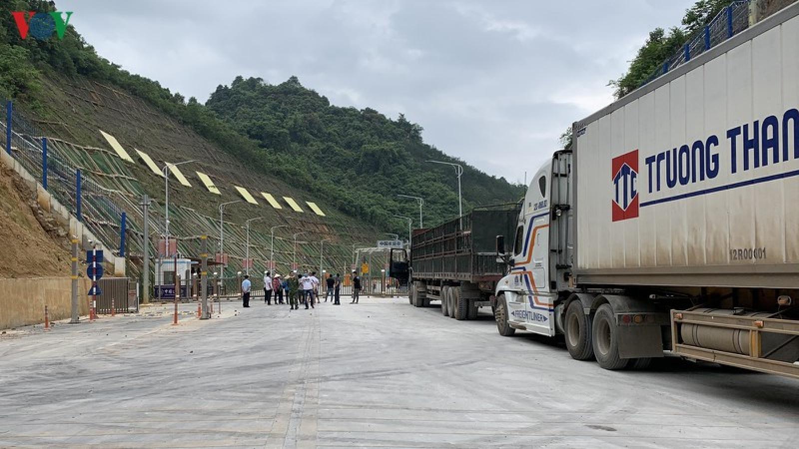 Tăng thời gian thông quan hàng hóa tại cửa khẩu Tân Thanh