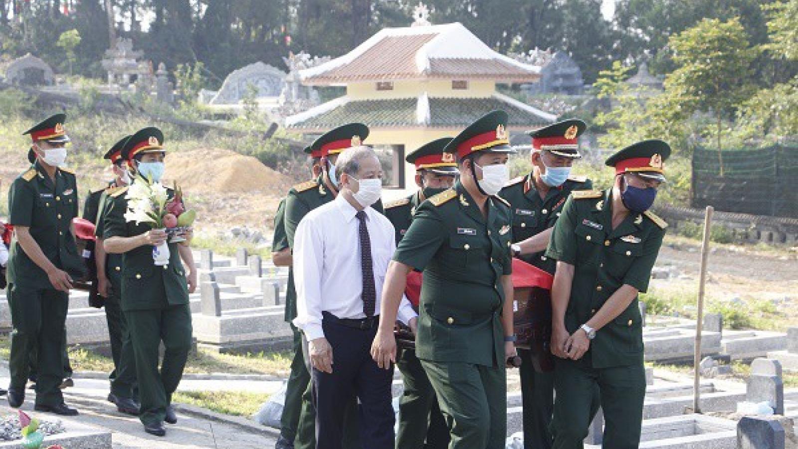 Thừa Thiên Huế truy điệu và an táng 15 hài cốt liệt sĩ hy sinh tại Lào