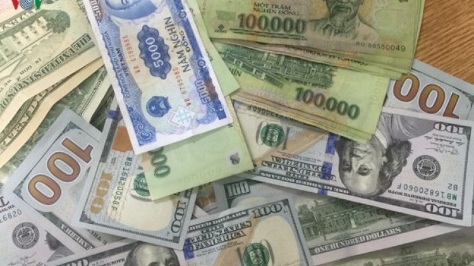Tỷ giá trung tâm giảm 10 đồng, xuống còn 23.252 VND/USD