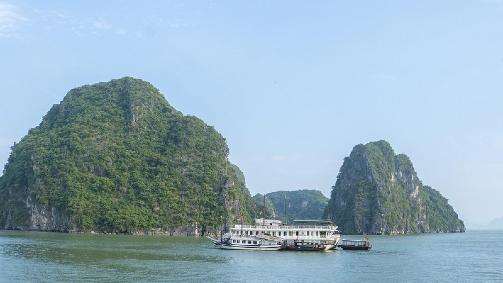 Quảng Ninh cho phép tham quan vịnh Hạ Long từ 12h00 ngày 1/5