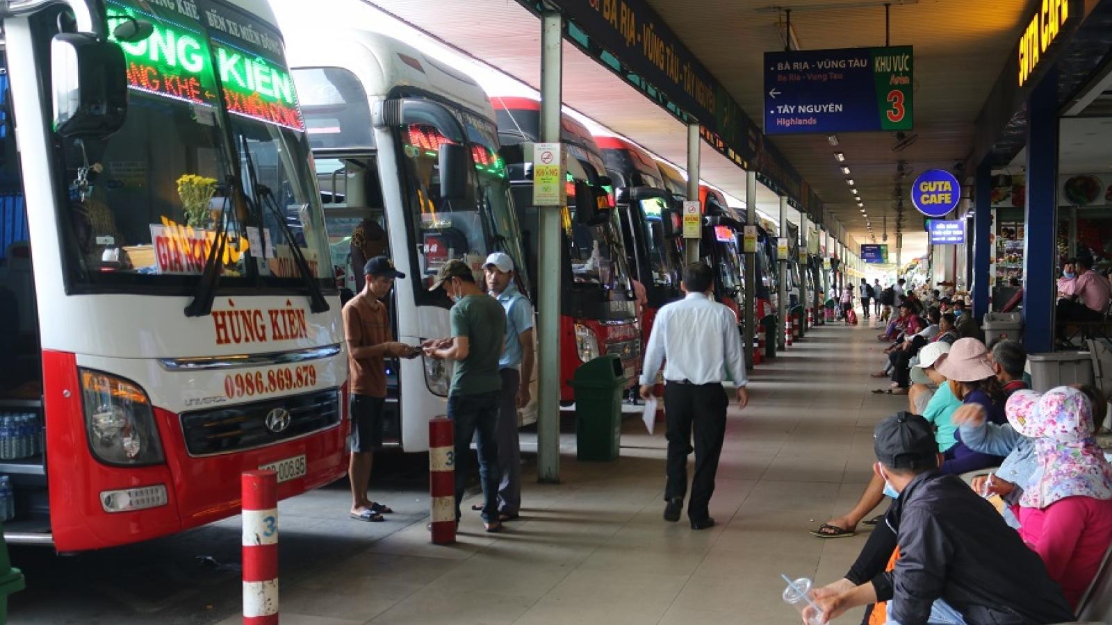 Giá xăng giảm nhưng cước vận tải vẫn đứng im, hành khách chịu thiệt