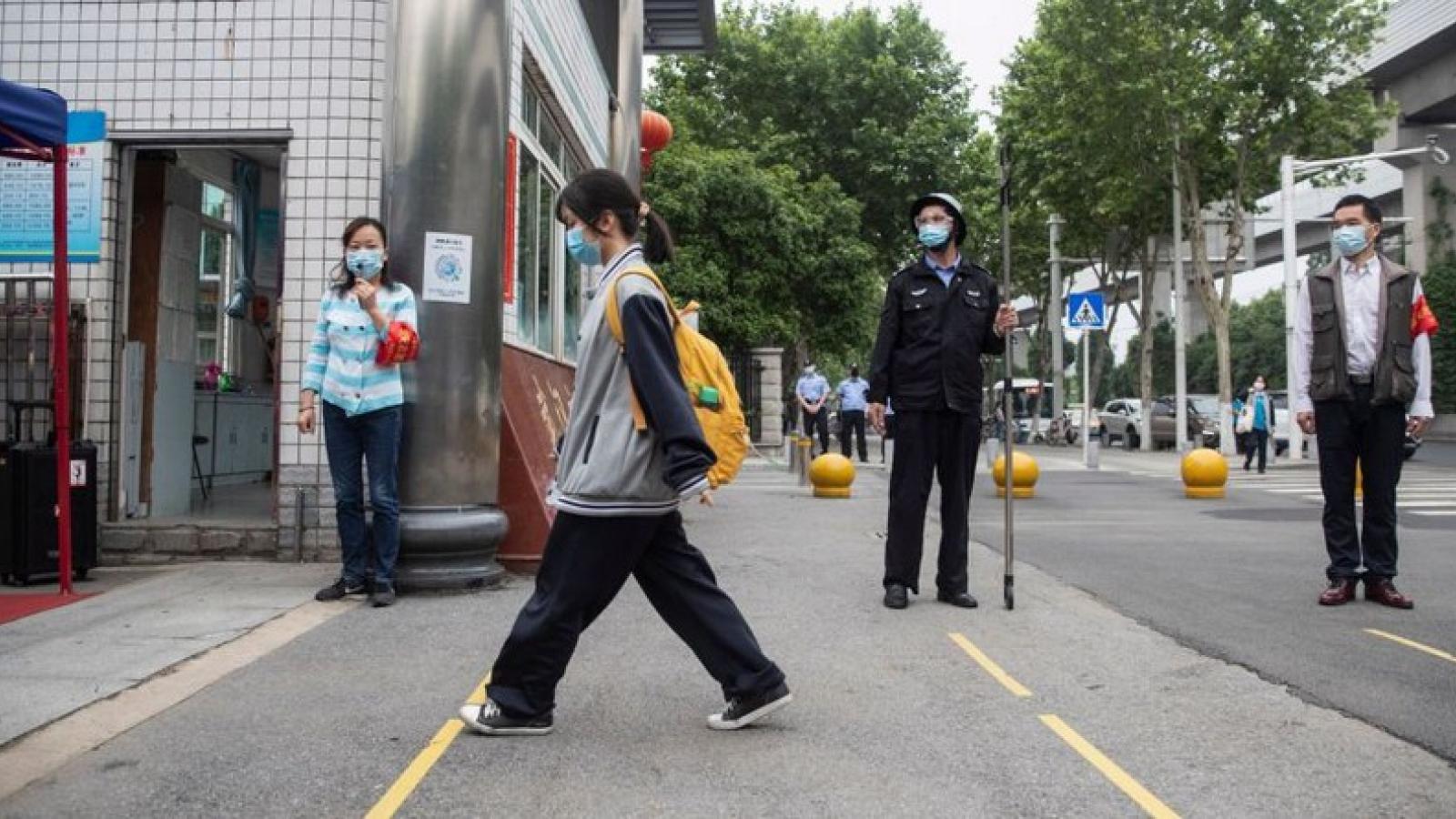 Vũ Hán tái xuất hiện các ca dương tính, một quan chức bị cách chức