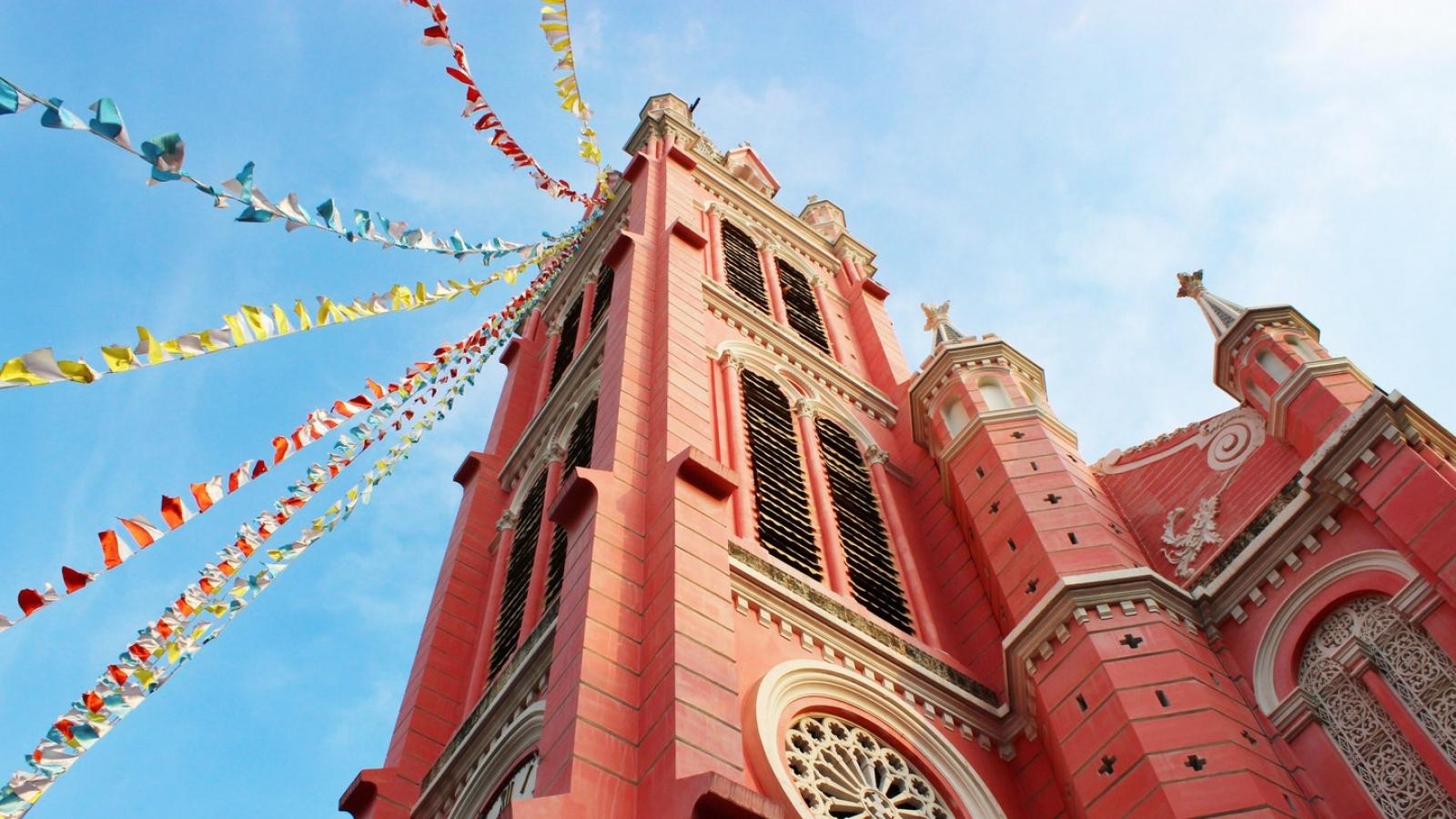 Nhà thờ Tân Định lọt Top 10 điểm đến màu hồng đẹp nhất thế giới