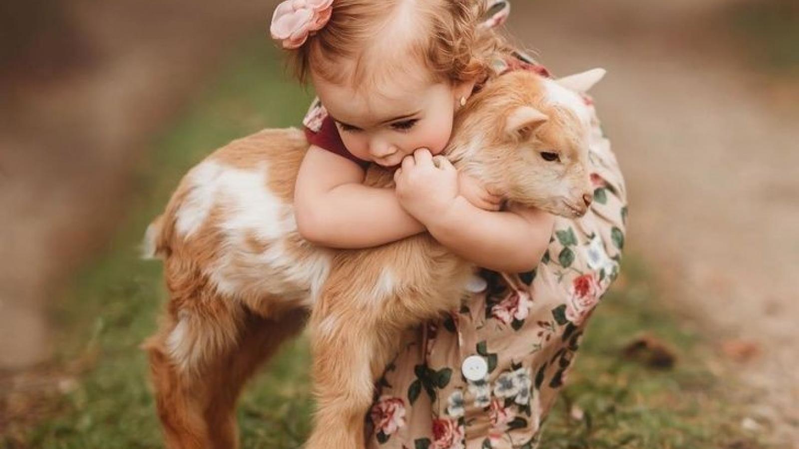 Tan chảy với bộ ảnh tuyệt đẹp về trẻ em bên thú cưng