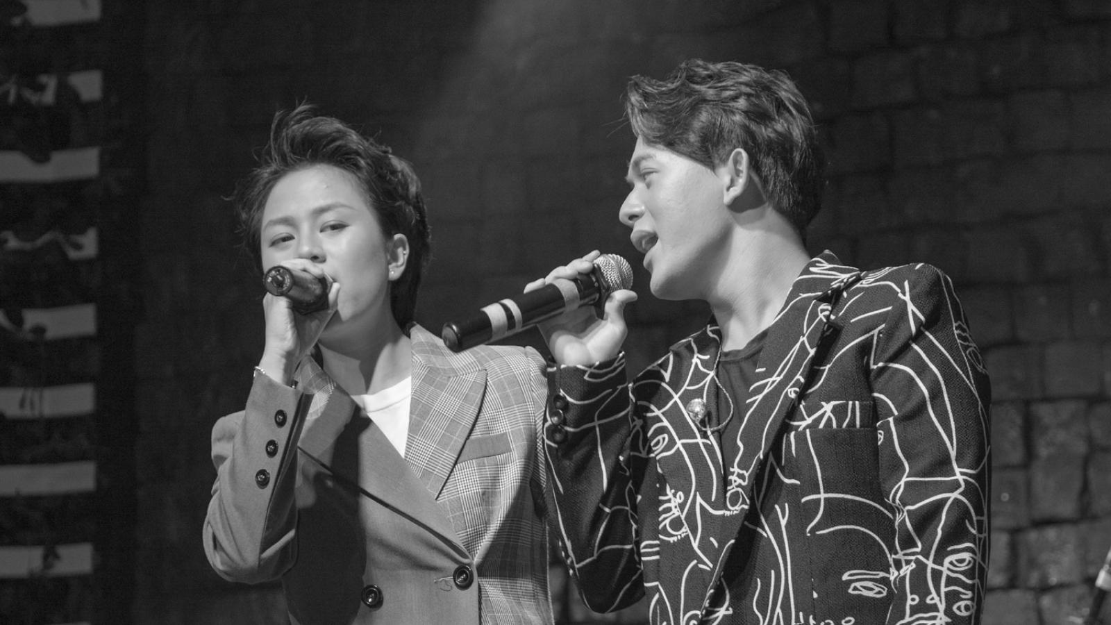 """Bảo Hân hát """"I love you"""" mừng sinh nhật tuổi 20 của Quang Anh"""