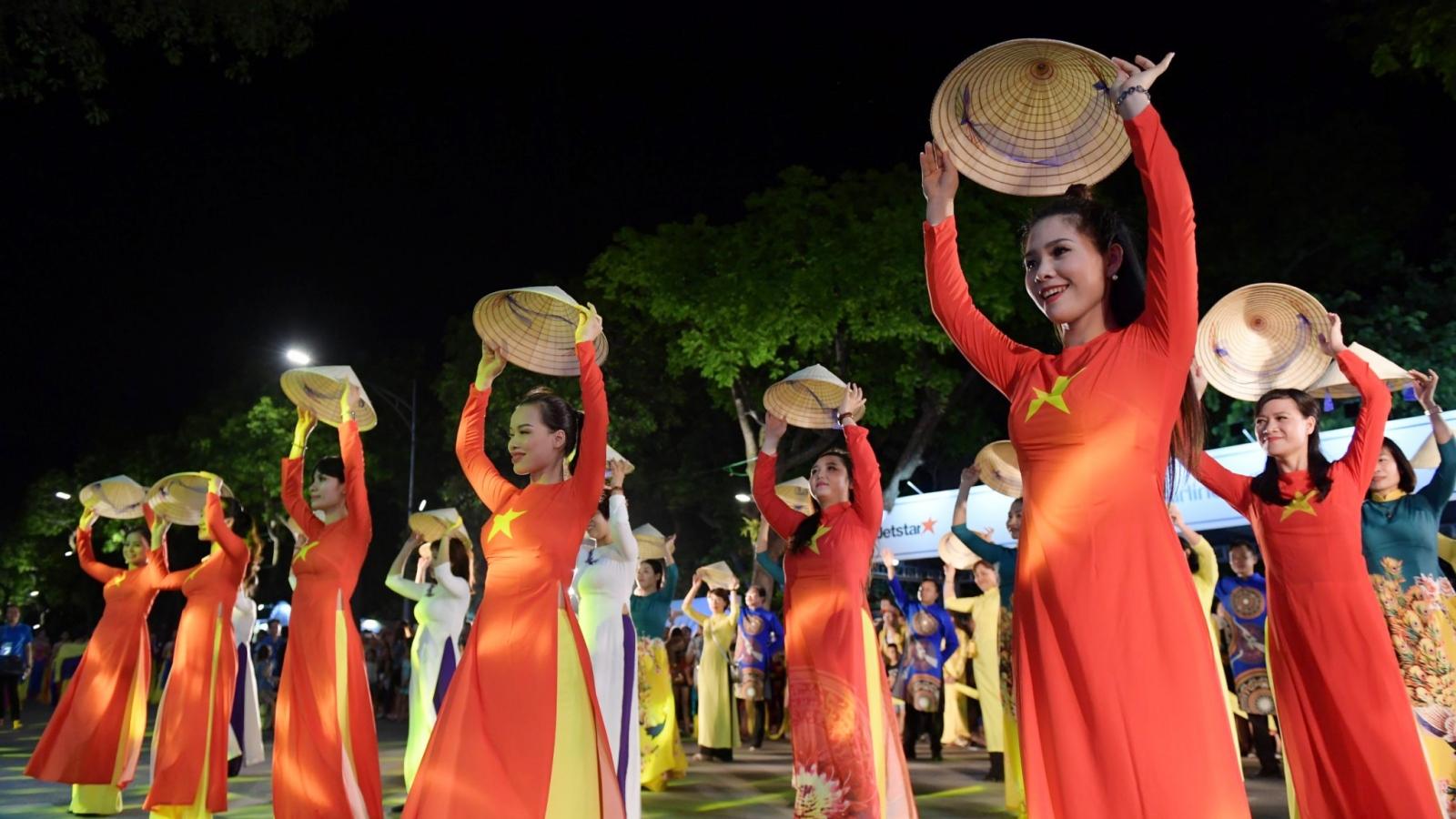 """Tưng bừng lễ hội đường phố """"Hà Nội - điểm đến xanh"""" tại Hồ Gươm"""