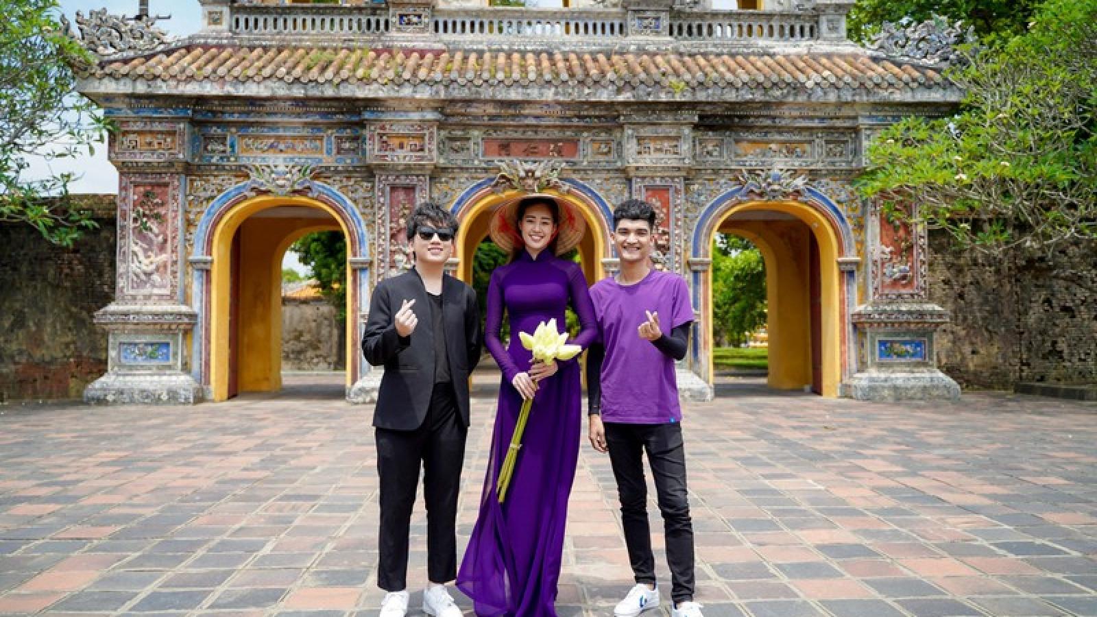 Hoa hậu Khánh Vân diện áo dài tím hoá thành cô gái xứ Huế